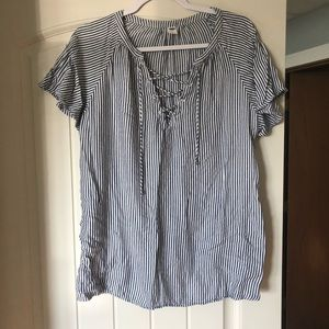Flowy, gray and white bell sleeve old navy blouse